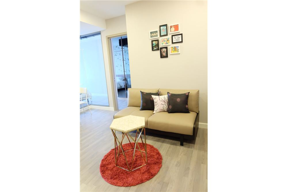 RE/MAX Executive Homes Agency's 2 Bedrooms for Rent at The Room Rama 4 3