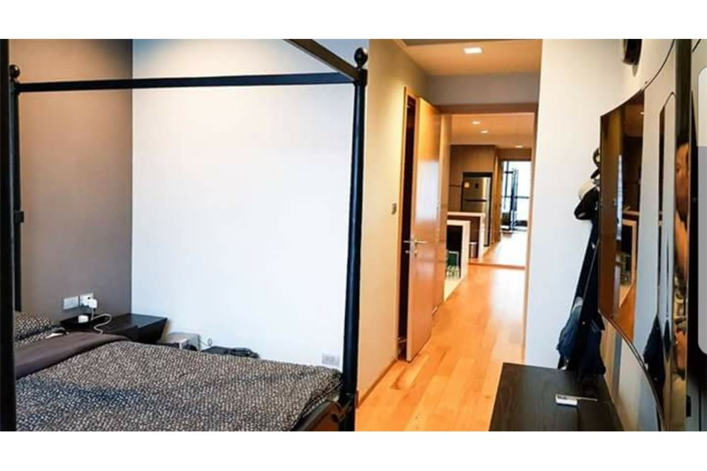 RE/MAX Executive Homes Agency's Spacious 1 Bedroom for Sale Hyde 13 4