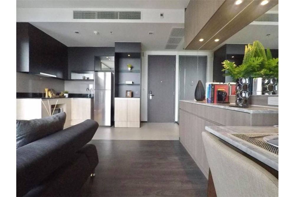 RE/MAX Properties Agency's Edge Sukhumvit 23, 1 large bedroom 2