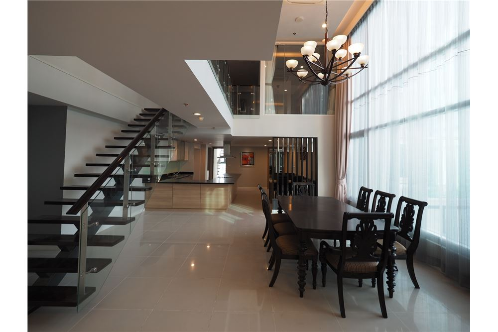 RE/MAX Executive Homes Agency's Stunning 4 Bedroom Duplex for Rent Circle Condo 7
