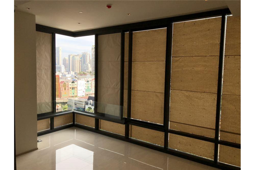 RE/MAX Executive Homes Agency's Nice 2 Bedroom for Sale Ashton Silom 1