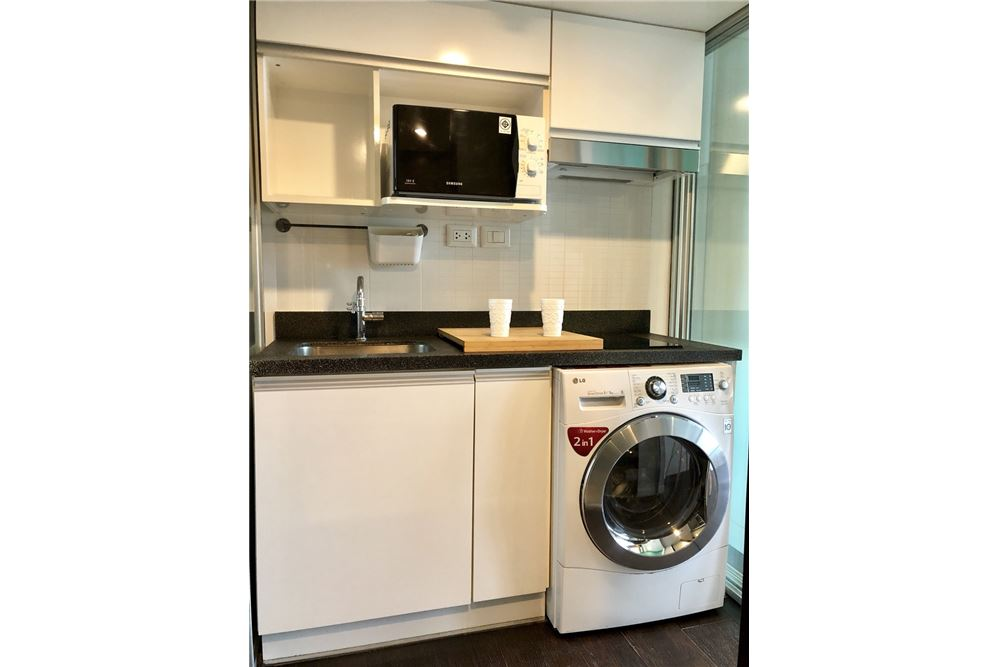 RE/MAX Executive Homes Agency's Stylish 1 Bedroom Duplex for Rent Ashton Morph 38 14