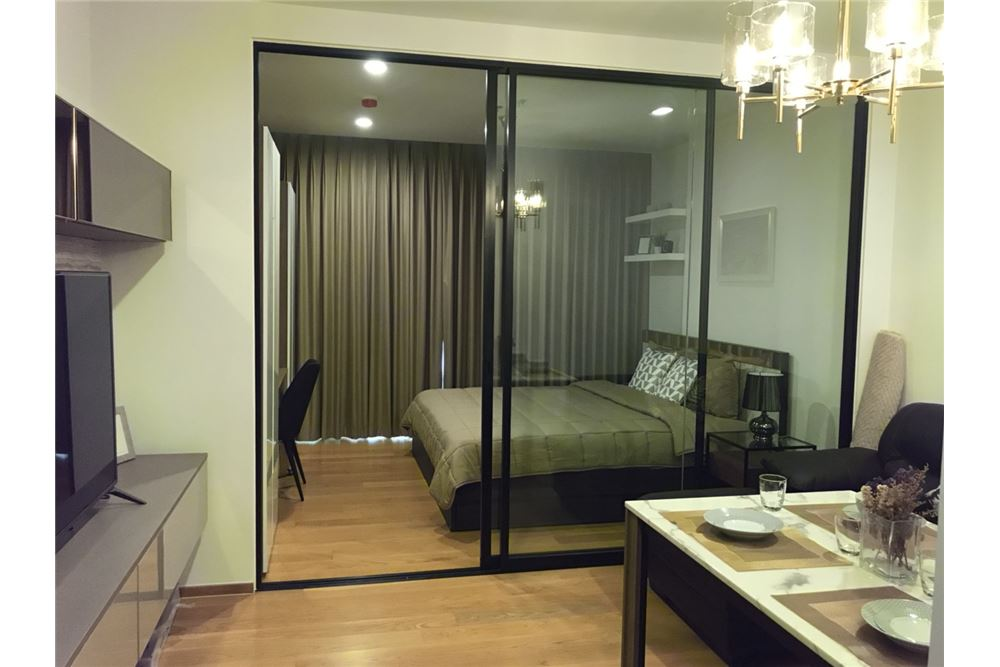 RE/MAX Executive Homes Agency's Nice 1 Bedroom for Rent Noble Revo Silom 3