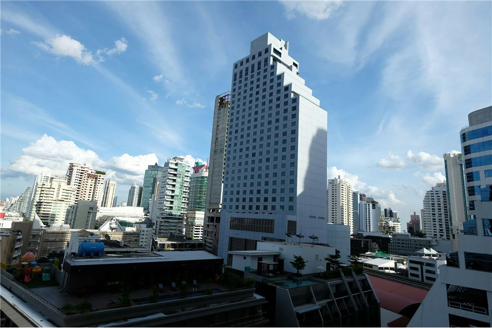 RE/MAX Executive Homes Agency's 1 Bedroom for Sale at Edge Sukhumvit 23 16