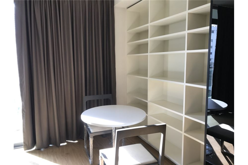 RE/MAX Properties Agency's for rent Siamese Surawong 1bedroom 5