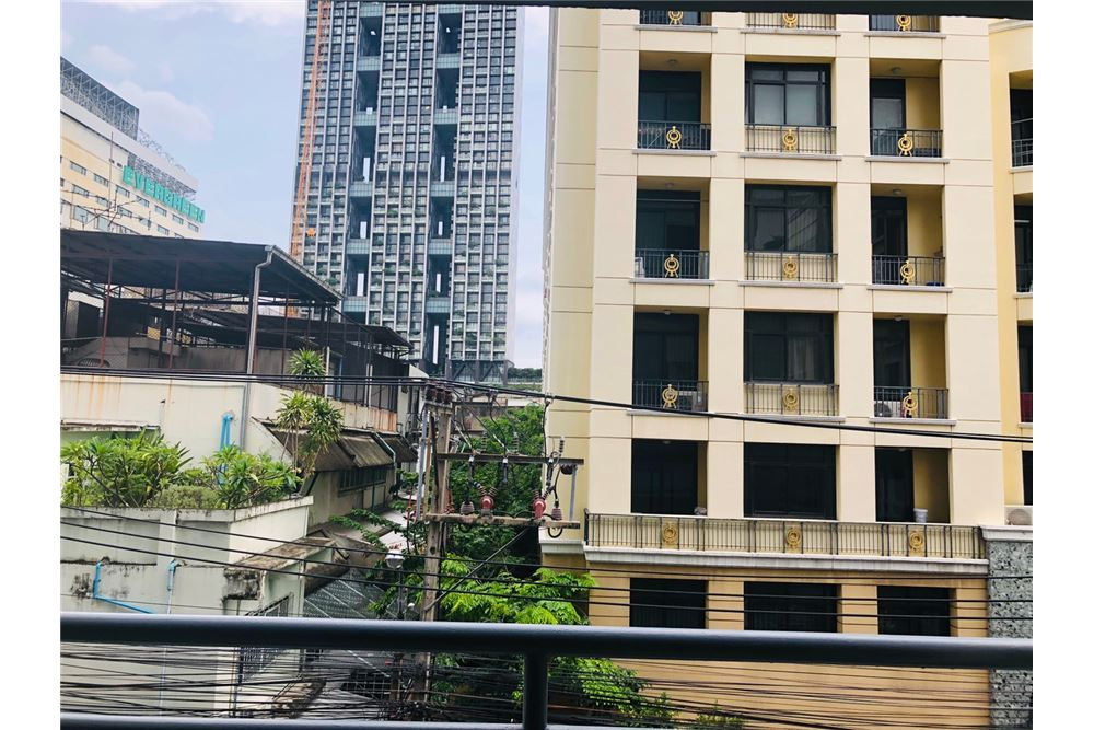 RE/MAX Executive Homes Agency's 2 Bedroom Condo for Rent in Silom 7
