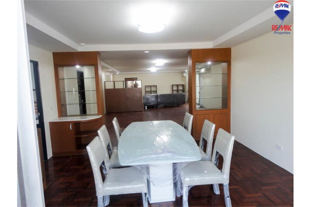 RE/MAX Properties Agency's FOR SALE Regent on the Park 3 3BED 230SQM. 3