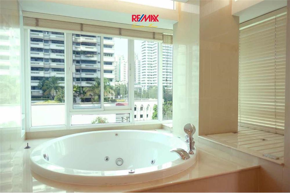 RE/MAX Executive Homes Agency's 2 BEDROOM FOR RENT THE BANGKOK 43 7