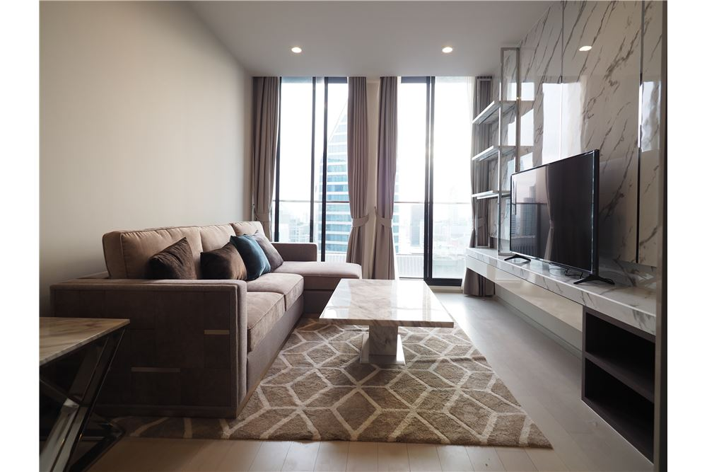 RE/MAX Executive Homes Agency's Spacious 2 Bedroom for Rent Noble Phloenchit 1