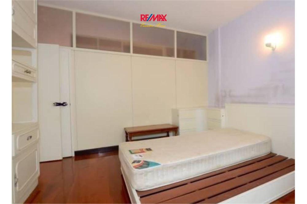 RE/MAX Executive Homes Agency's Nice 2 Bedroom House for Sale near BTS Ekamai 3