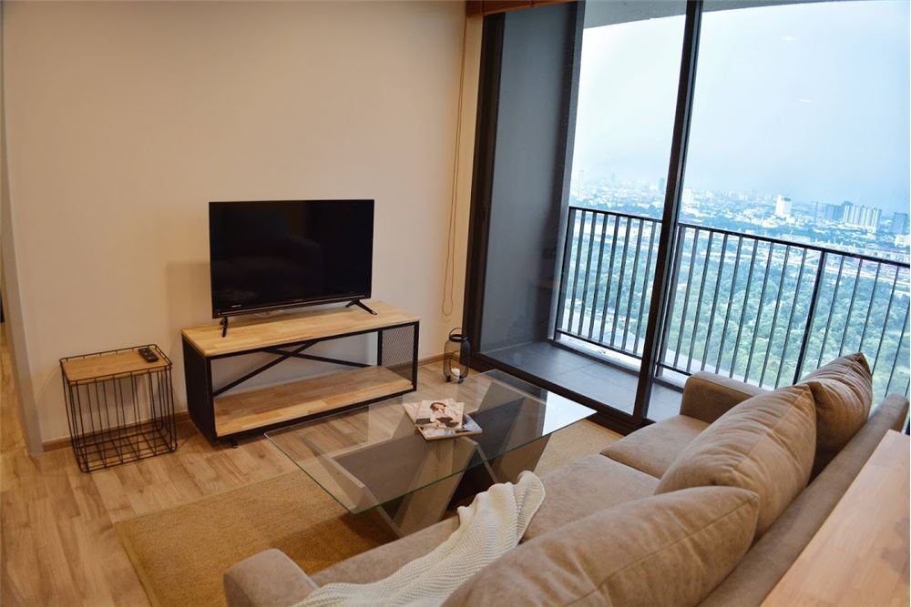 RE/MAX Executive Homes Agency's 2 Bedrooms For Rent at The LINE  JATUJAK 2