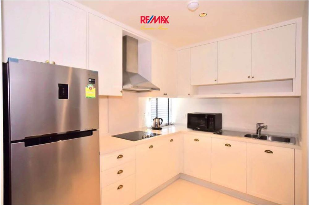 RE/MAX Executive Homes Agency's Stunning 2+1 Bedroom for Rent Emporio Place 7