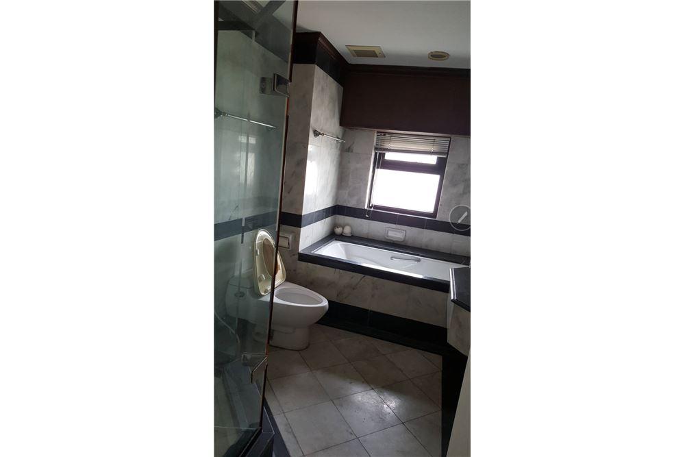 RE/MAX Properties Agency's SALE Baan Piya Sathorn 2BED 137SQM. 15