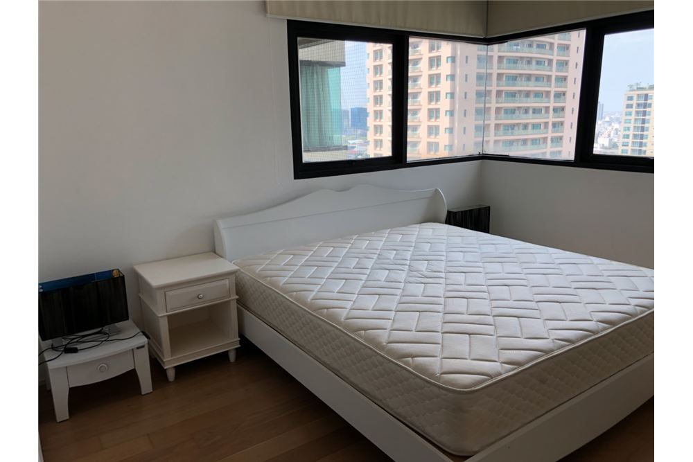 RE/MAX Executive Homes Agency's Lovely 2 Bedroom for Rent Sathorn Gardens 3