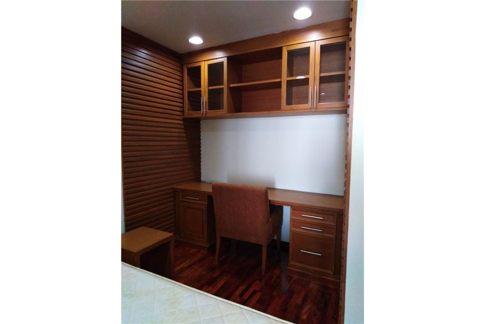 RE/MAX Executive Homes Agency's Spacious 2 Bedroom for Rent Kurecha Thonglor 5