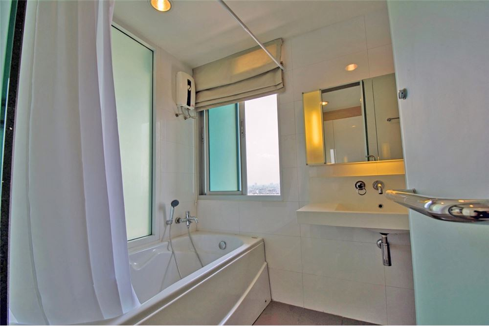 RE/MAX Properties Agency's 2 Beds for rent at Rhythm Ratchada 13