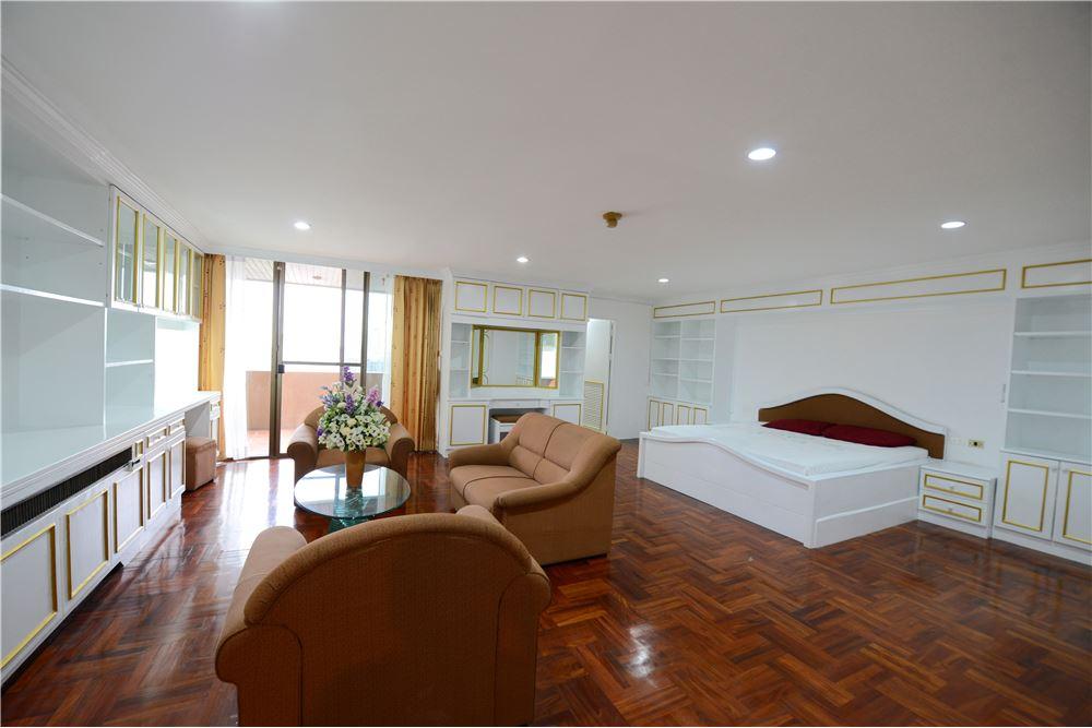 RE/MAX Executive Homes Agency's Condominium for rent - Ekkamai 12 31