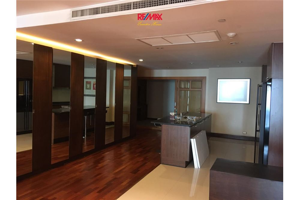 RE/MAX Executive Homes Agency's Sky Villa Condominium For Rent 3 Bedrooms 1