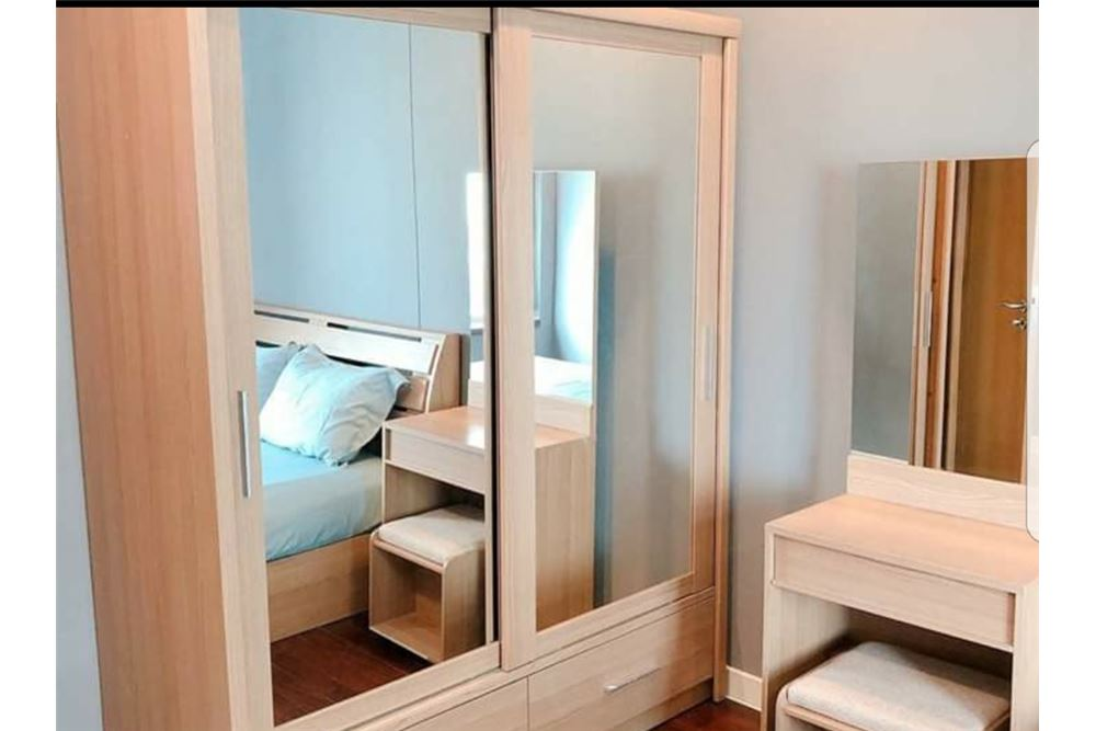 RE/MAX Executive Homes Agency's Spacious 2 Bedroom for Rent Circle Condo 6