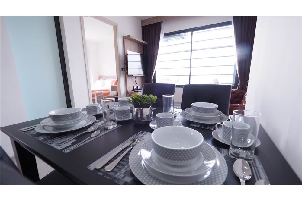 RE/MAX Executive Homes Agency's Rhythm Asoke II beautiful few rooms available for 6