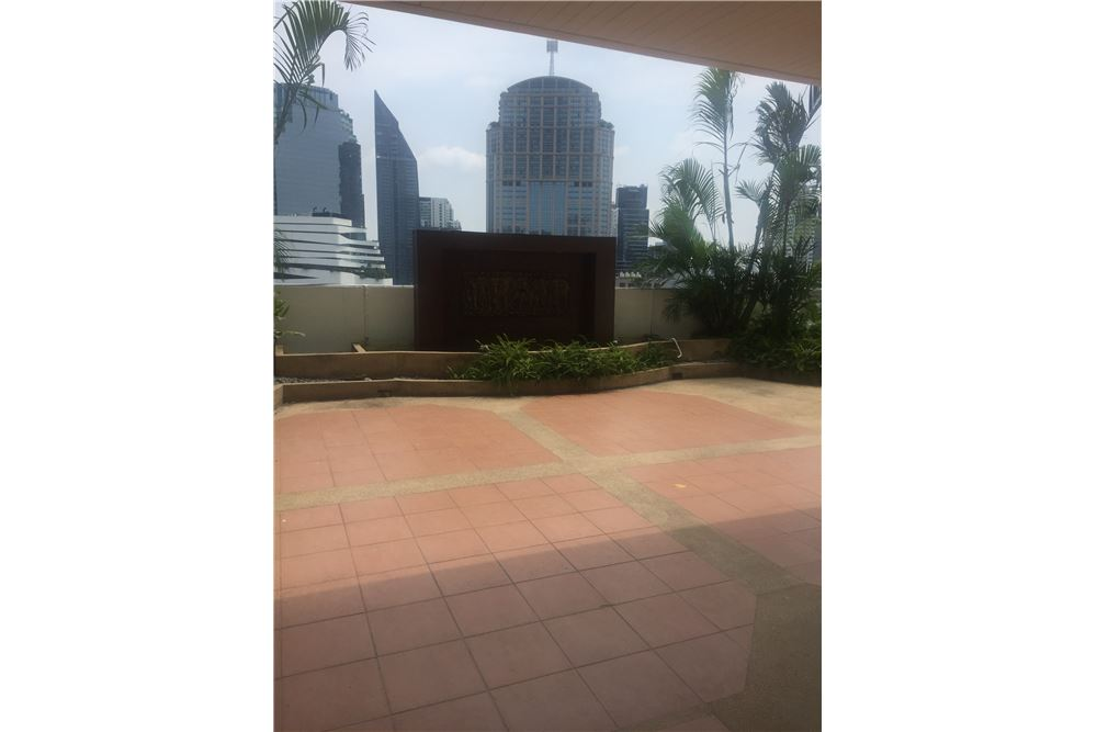 RE/MAX Executive Homes Agency's Spacious 4 Bedroom for Rent near BTS Phromphong 3