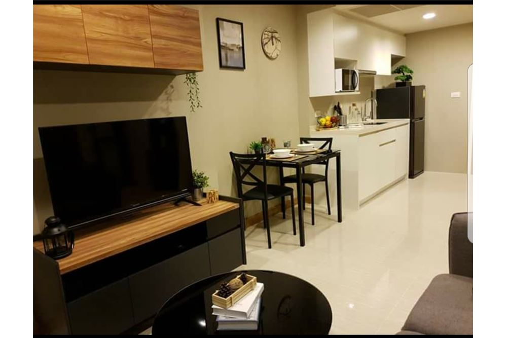 RE/MAX Executive Homes Agency's Spacious 1 Bedroom for Rent Downtown 49 7