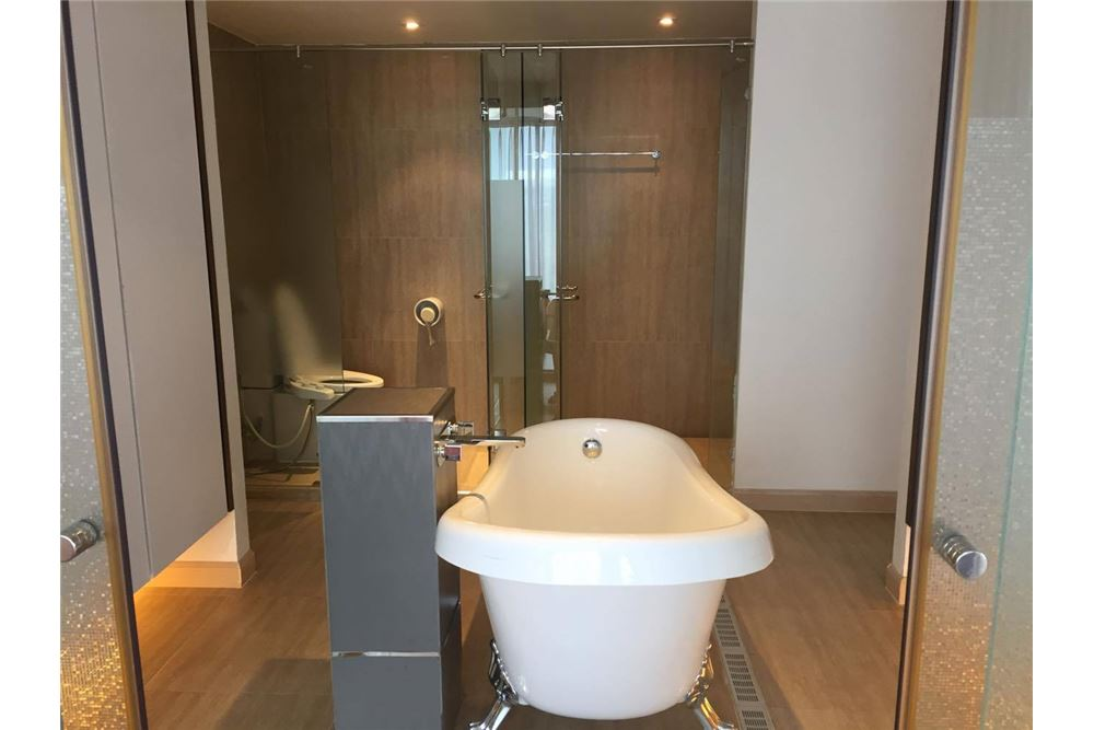 RE/MAX Executive Homes Agency's Condo for rent near BTS Thong Lo 180 sqm 7