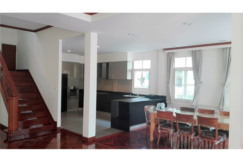 RE/MAX Executive Homes Agency's Beautiful colonia style house with garden in Asoke 4