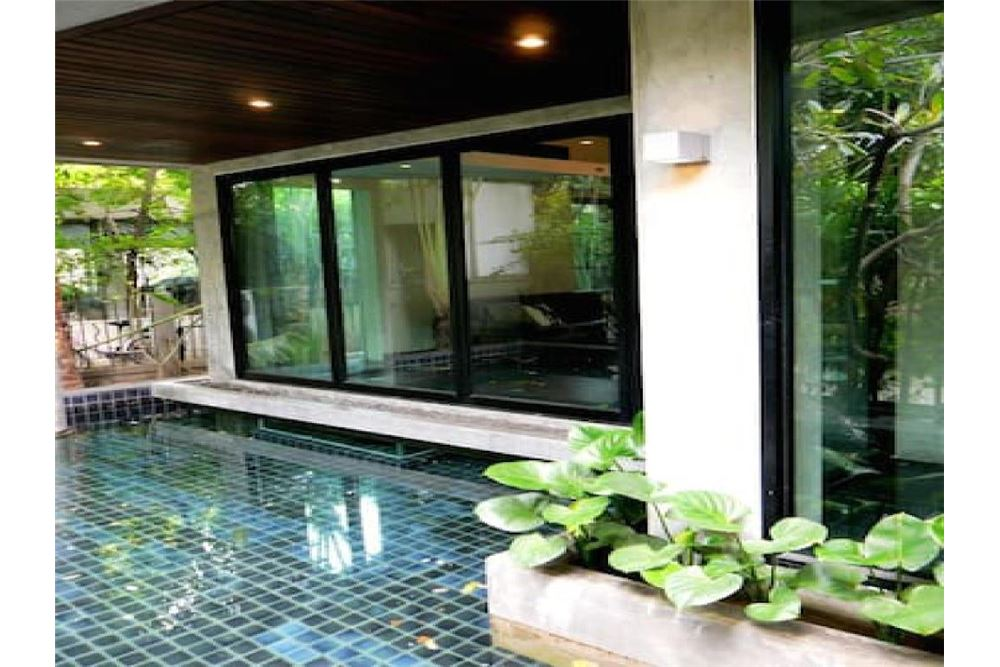 RE/MAX Executive Homes Agency's Pool Villa Sukhumvit 53 5 minutes from BTS Thonglo 16