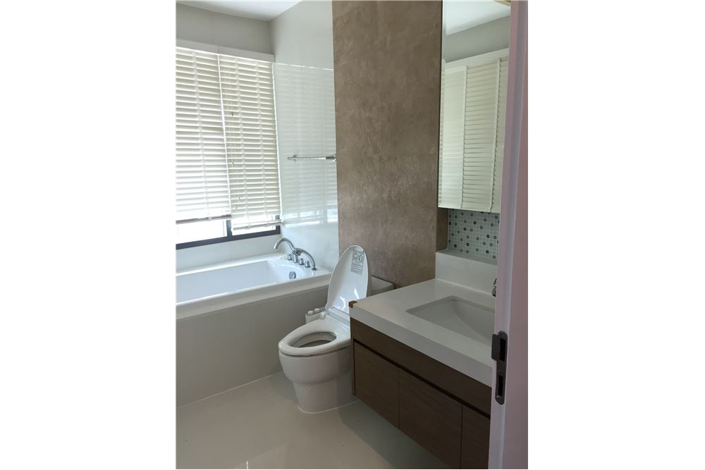 RE/MAX Executive Homes Agency's Spacious 1 Bedroom for Rent Bright 24 7