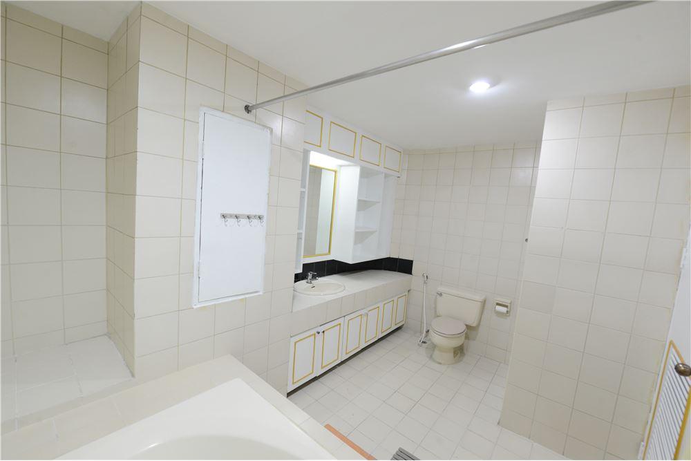 RE/MAX Executive Homes Agency's Condominium for rent - Ekkamai 12 39