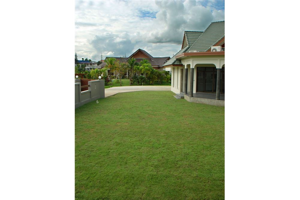 "RE/MAX Executive Homes Agency's ""Dok Bua"" 11.59 M in Baan Melanie plot G-7 35"