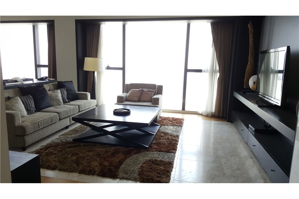 RE/MAX Executive Homes Agency's Spacious 3 Bedroom for Rent The Met 1
