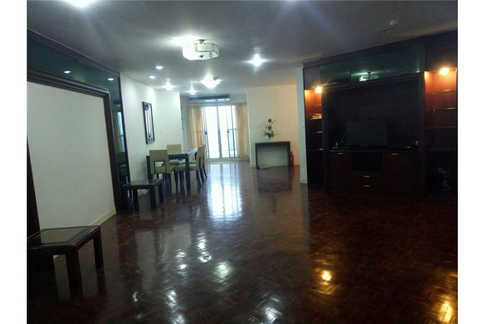 RE/MAX Executive Homes Agency's Spacious 2 Bedroom for Rent  Tai Ping Towers 5
