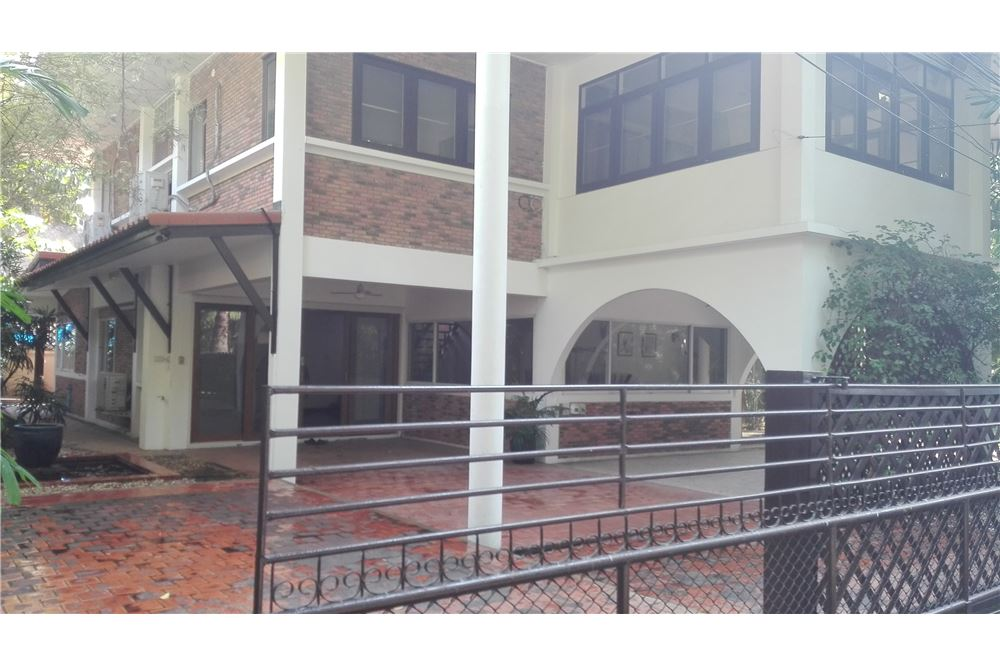 RE/MAX Executive Homes Agency's House For Rent in Compound Soi Soonvijai 1