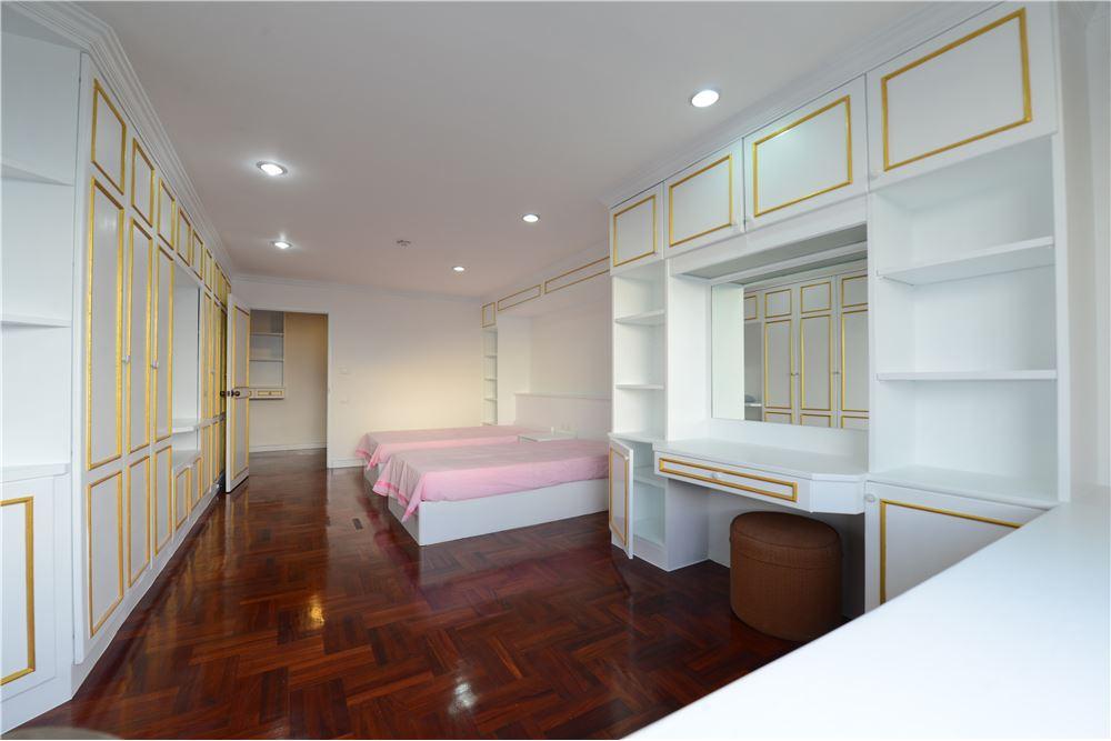 RE/MAX Executive Homes Agency's Condominium for rent - Ekkamai 12 30