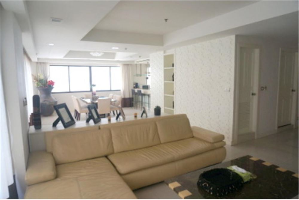 RE/MAX Properties Agency's FOR RENT  LE  RAFFINE SUKHUMVIT 24   2BED 370SQM 1