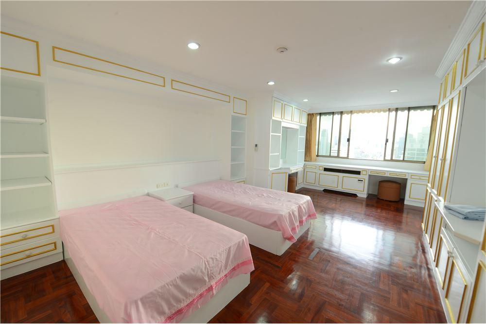 RE/MAX Executive Homes Agency's Condominium for rent - Ekkamai 12 25