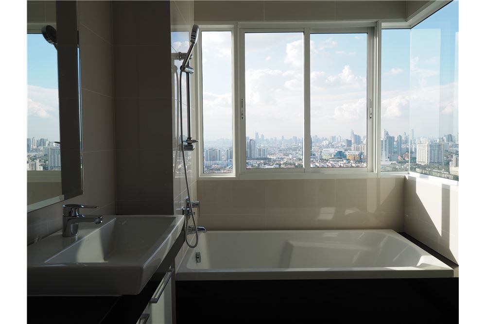 RE/MAX Executive Homes Agency's Spacious 2 Bedroom for Rent Supalai Prima Riva 6