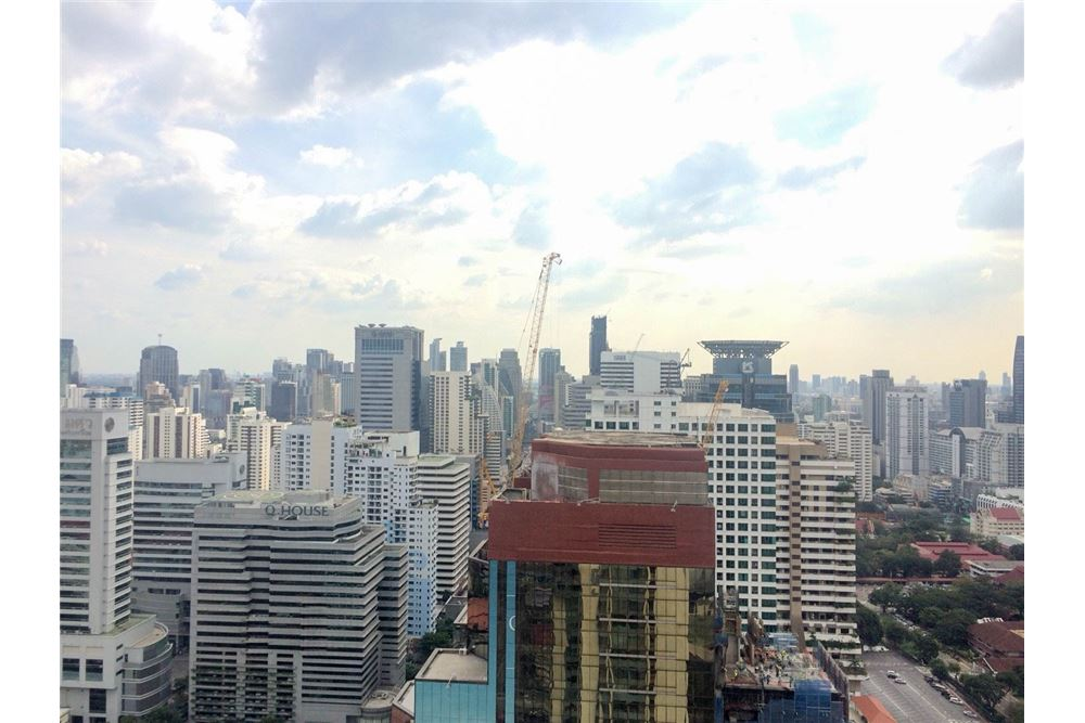 RE/MAX Properties Agency's FOR RENT & SALE : BRAND NEW UNIT @Q ASOKE 3 BED 11