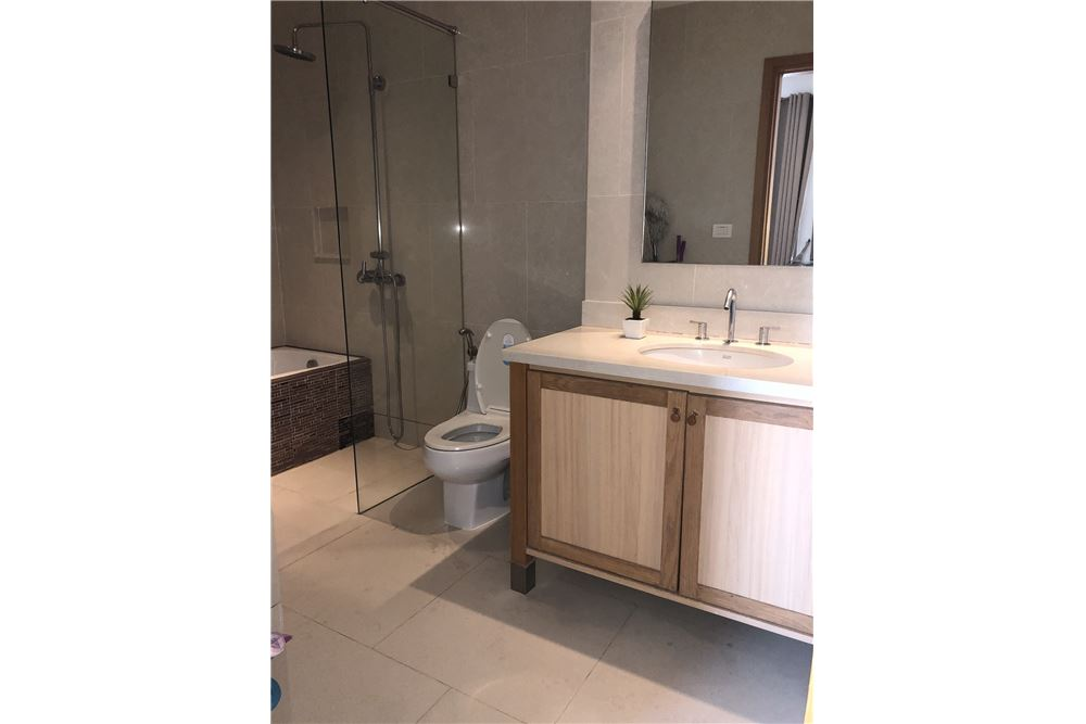 RE/MAX Properties Agency's RENT EMPORIO PLACE 1 BED 48 SQM 10