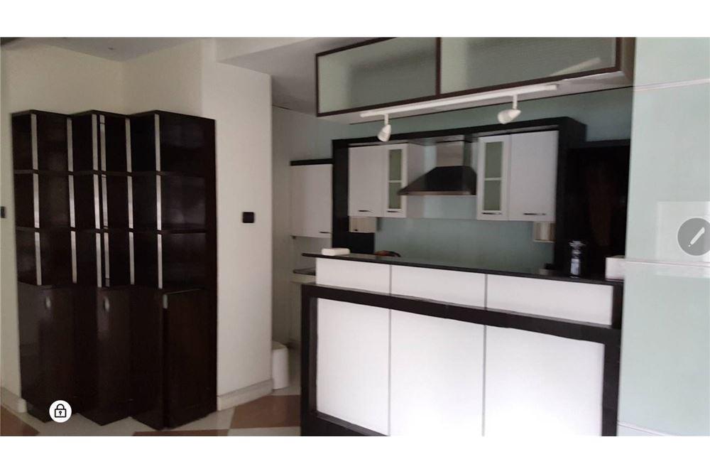 RE/MAX Properties Agency's SALE Baan Piya Sathorn 2BED 137SQM. 4