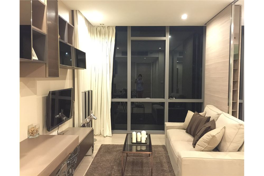 RE/MAX Properties Agency's RENT The room sukhumvit 21 1BED 50SQM. 4