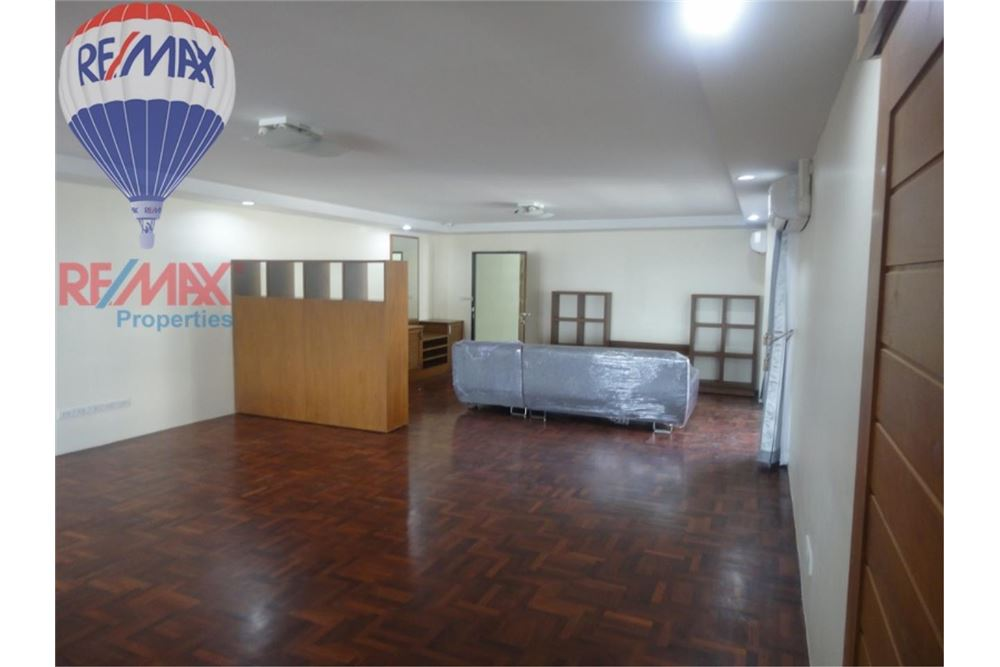 RE/MAX Properties Agency's FOR SALE  REGENT ON THE PARK 3  3BED 231SQM 3