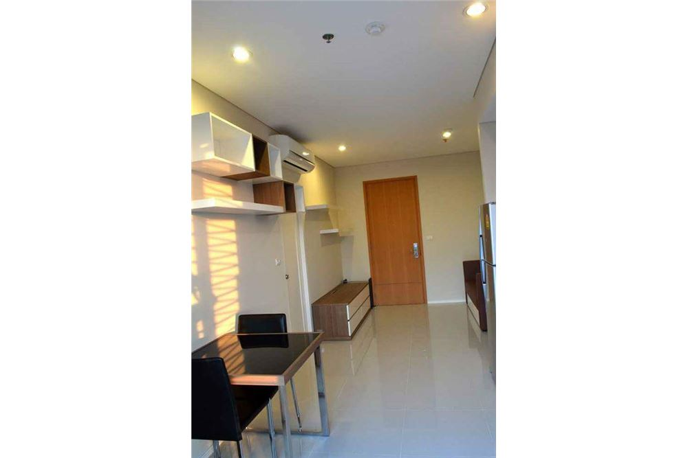 RE/MAX Executive Homes Agency's Spacious 1 Bedroom for Rent Villa Asoke 3