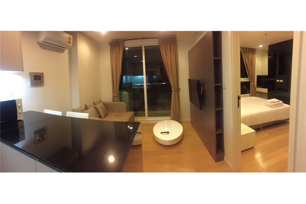 RE/MAX Executive Homes Agency's Spacious 1 Bedroom for Rent 15 Sukhumvit Residence 4