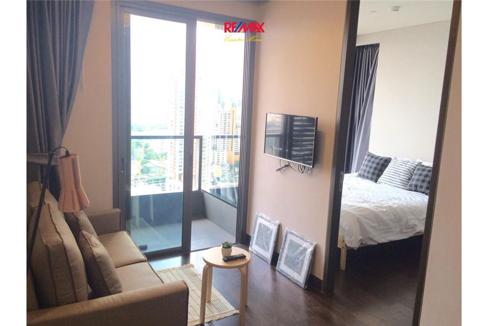 RE/MAX Executive Homes Agency's 1 Bedroom / for Rent / Lumpini sukhumvit 24 1
