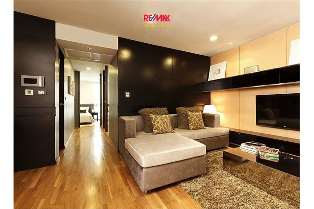 RE/MAX Executive Homes Agency's SPACIOUS 2 BEDROOM FOR SALE QUAD SILOM 1