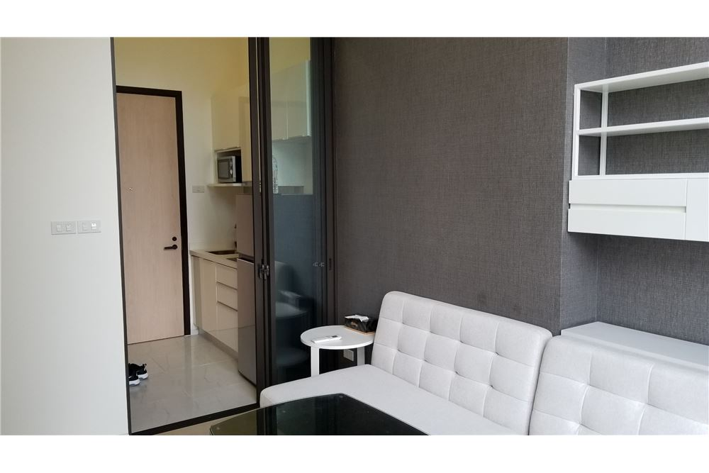 RE/MAX Executive Homes Agency's Nice 1 Bedroom for Sale Chewathai Asoke 3