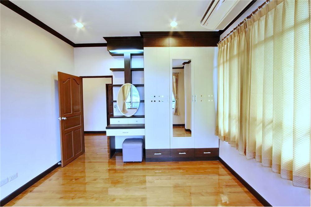 RE/MAX Executive Homes Agency's 4 bedroom house for rent near BTS Ekkamai 11